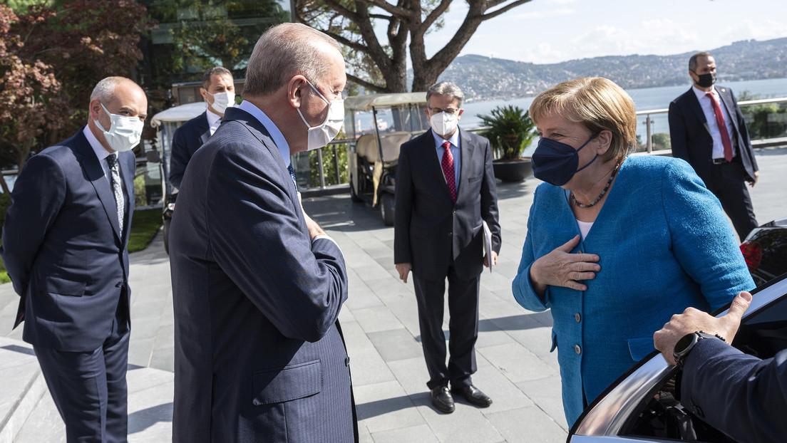 Merkels letzter Besuch bei Erdoğan: Flüchtlingskrise und neue Bundesregierung im Fokus