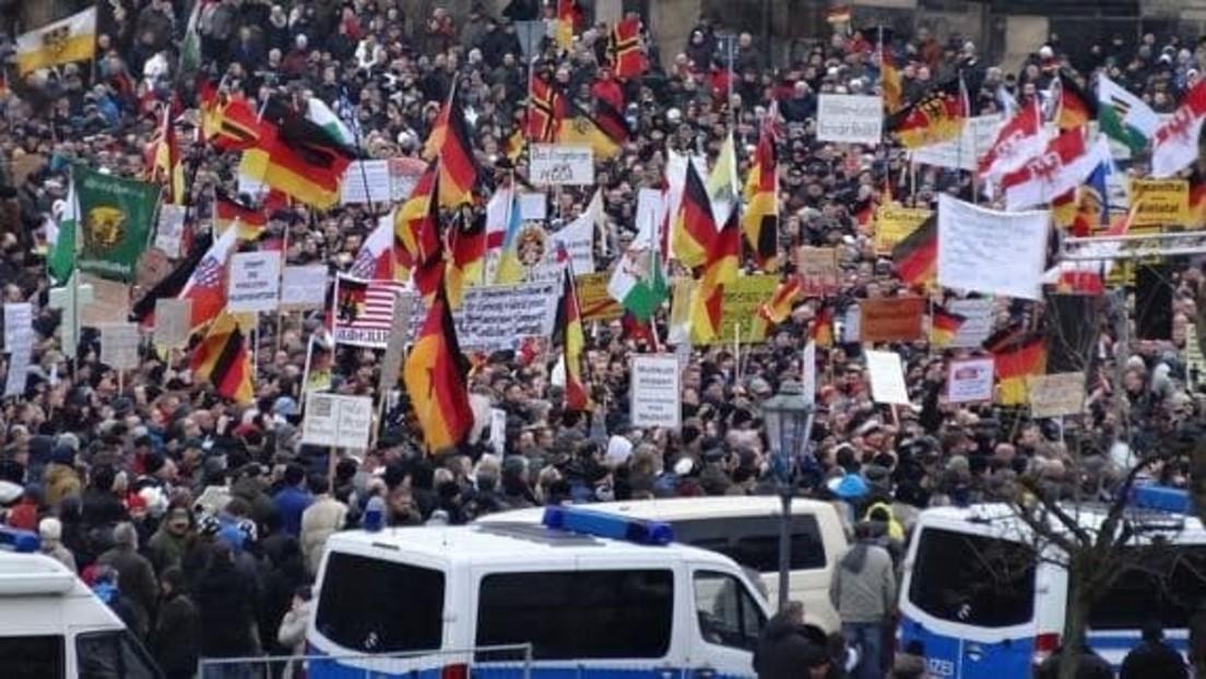 Live aus Dresden: Pegida Kundgebung zum 7-jährigen Bestehen und Gegenproteste