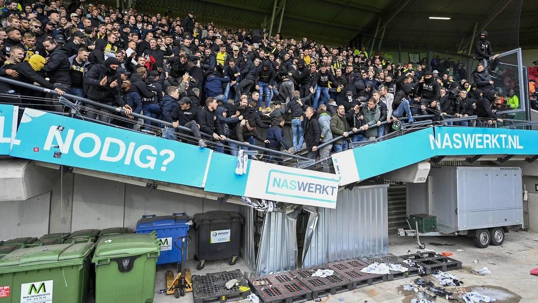 Fußballstadion Nijmegen: Teil von Tribüne stürzt unter feiernden Fans ein – keine Verletzten