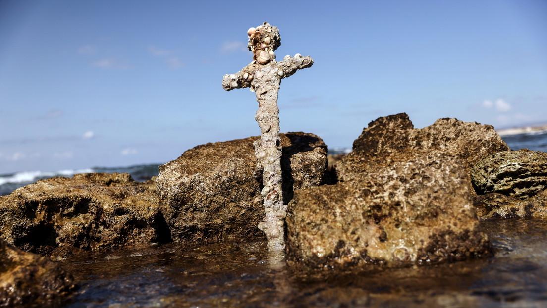 Israel: Taucher findet 900 Jahre altes Kreuzritterschwert und wird ausgezeichnet