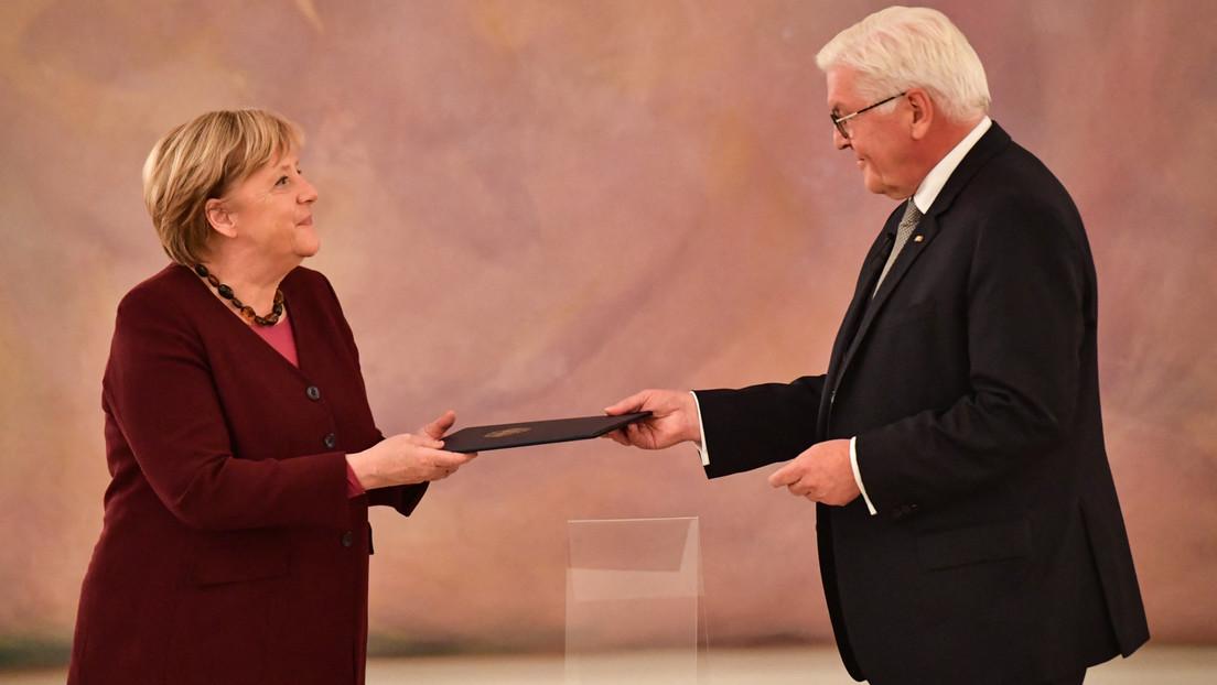 """Steinmeier lobt Merkel und überreicht ihr Entlassungsurkunde: """"Prägend für eine ganze Generation"""""""