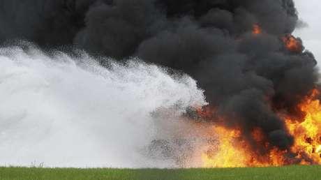 USA: Flugzeug brennt nach Bruchlandung komplett ab – alle 21 Passagiere überleben