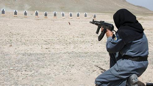 Полицейские в хиджабах. Почему на них охотятся боевики «Талибана»