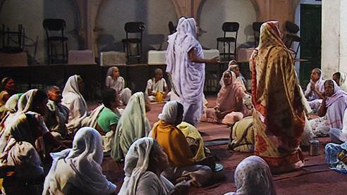 Вечный траур. На что обречены индийские женщины после смерти мужей