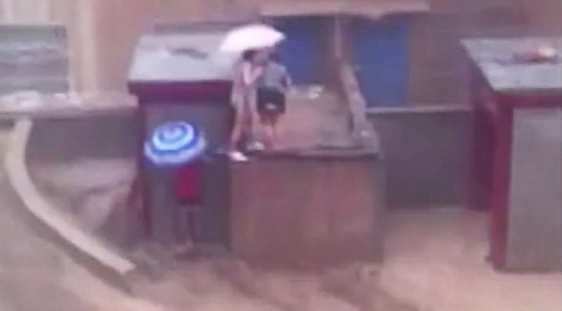 2 women swept away by flash flood in China (GRAPHIC VIDEO)