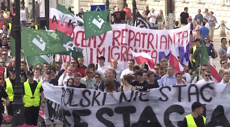 Hundreds rally in Poland in rival demonstrations over immigrants (VIDEO)