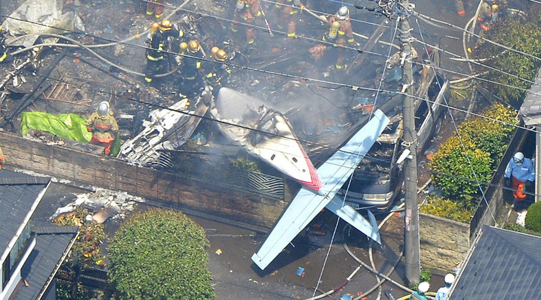 Shocking images: 3 killed as plane crashes in residential area outside Tokyo (VIDEO)
