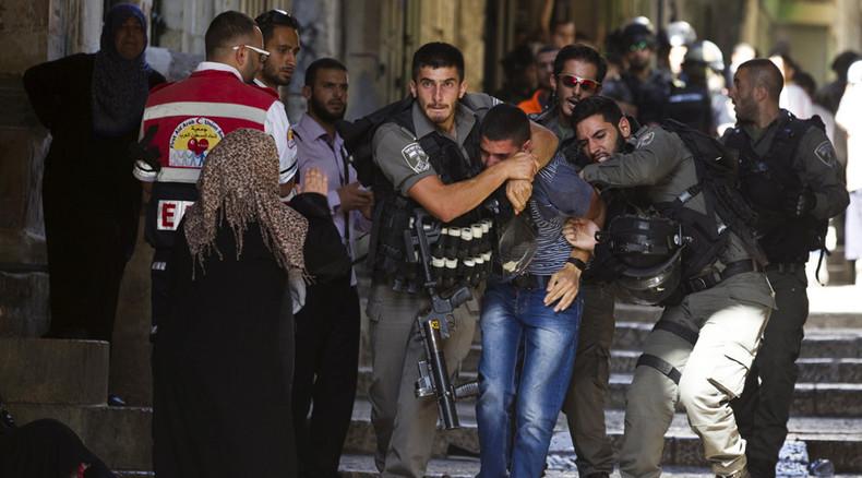 Palestinians clash with Israeli police near Al-Aqsa Mosque in Jerusalem (VIDEO)