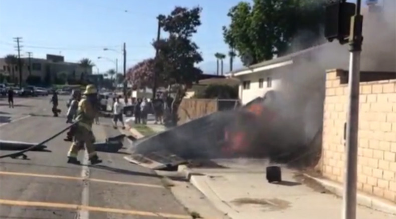 Plane crashes into yard in California killing pilot (PHOTOS)