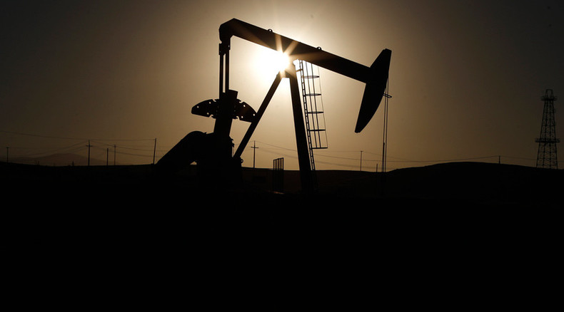 Oil slump leads to $200bn cut in new energy projects - study