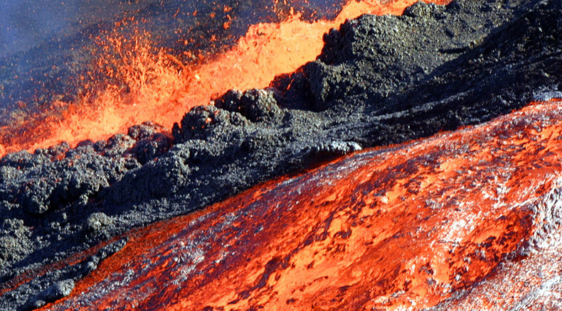 Volcano erupts on island near Madagascar where possible MH370 debris found (VIDEO, PHOTOS)