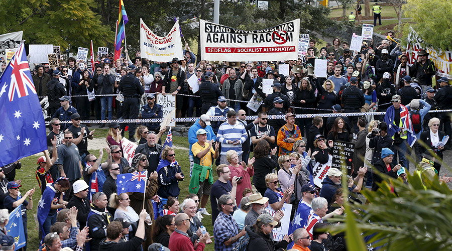Sydney 'Reclaim Australia' rally: 'Spartans' among protesters, ends in scuffles & arrests