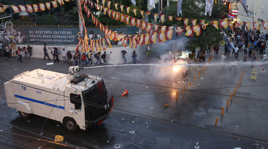 Kurds clash with police in Istanbul after deadly Suruc terror attack