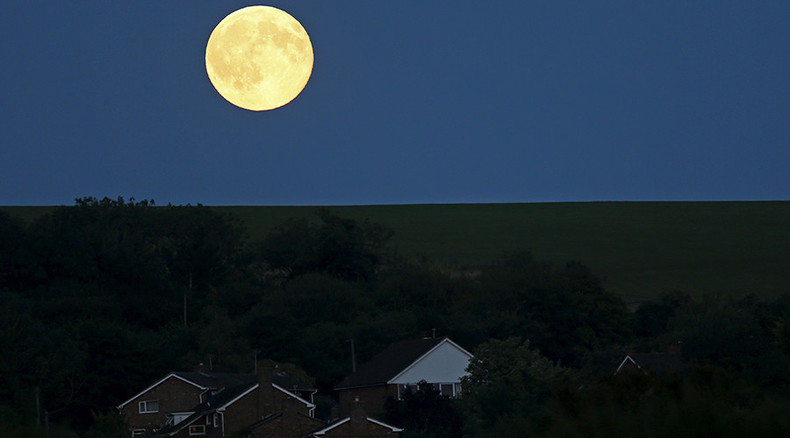 Stunning images reveal Blue Moon's true colors (PHOTOS)