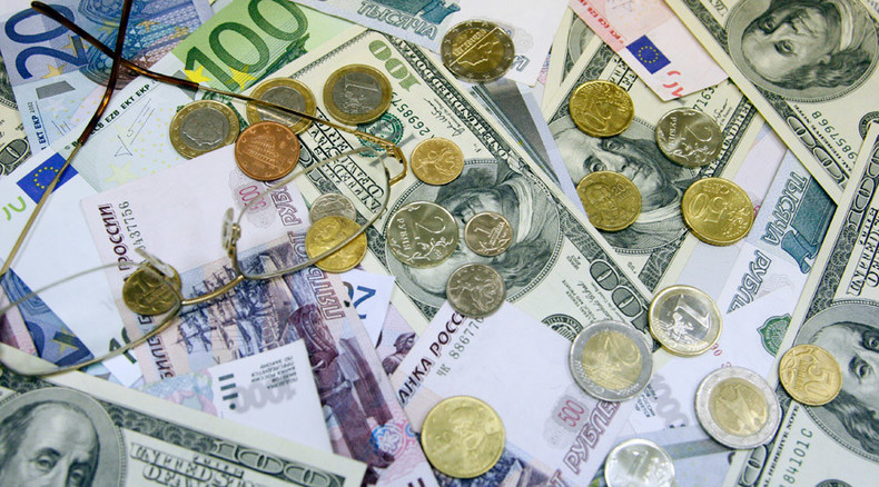 Ruble hits 6-month low against major currencies