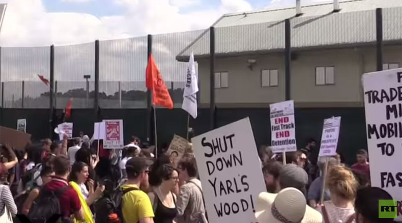 'Stop scapegoating immigrants!' Hundreds hit on Yarl's Wood detention center (PHOTOS, VIDEO)