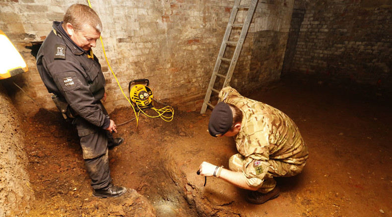 Hundreds of Londoners evacuated after WWII bomb discovered