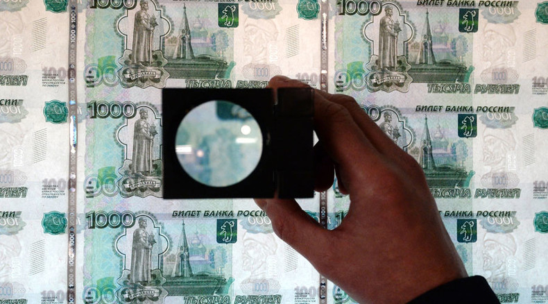 Ruble extends losses as crude dips to 6-yr low