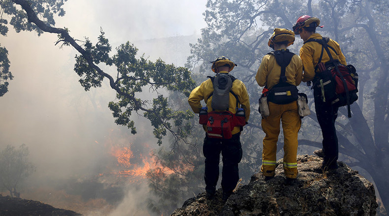 4,000 California prisoners are fighting wildfires for a pittance