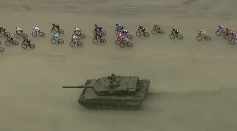 Athletes v Army: Surprise tank challenges cyclists in Norway's Arctic Race