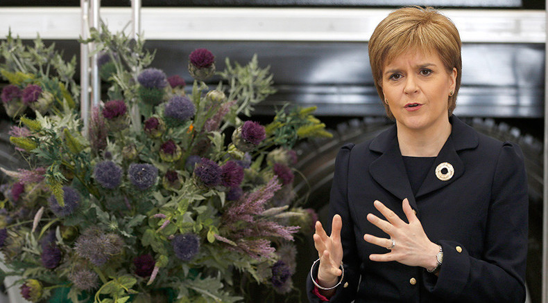 Holocaust loot? Nazi hunters say chandelier in Sturgeon's residence may come from Jewish family