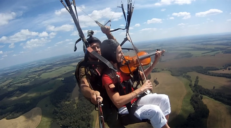 Russian band records song while paragliding 650 meters above ground (VIDEO)