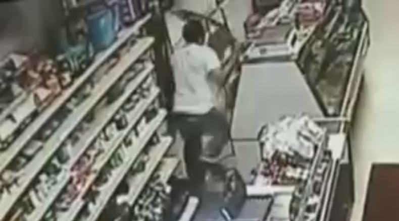 Pittsburgh store owner with giant sword chases off machete-wielding robbers (VIDEO)