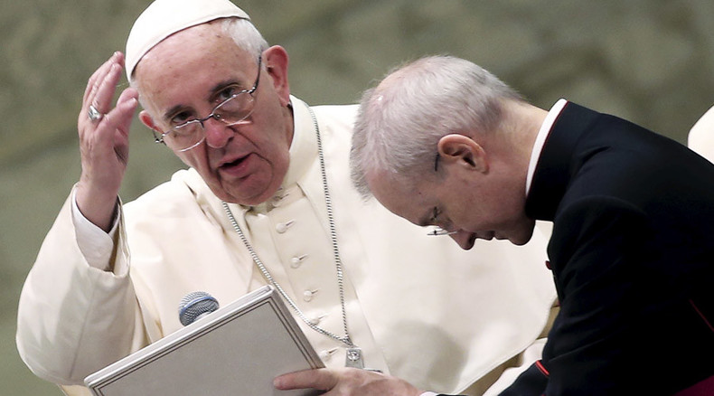 Pope 'tricked' into holding sign calling for Falklands/Malvinas dialogue