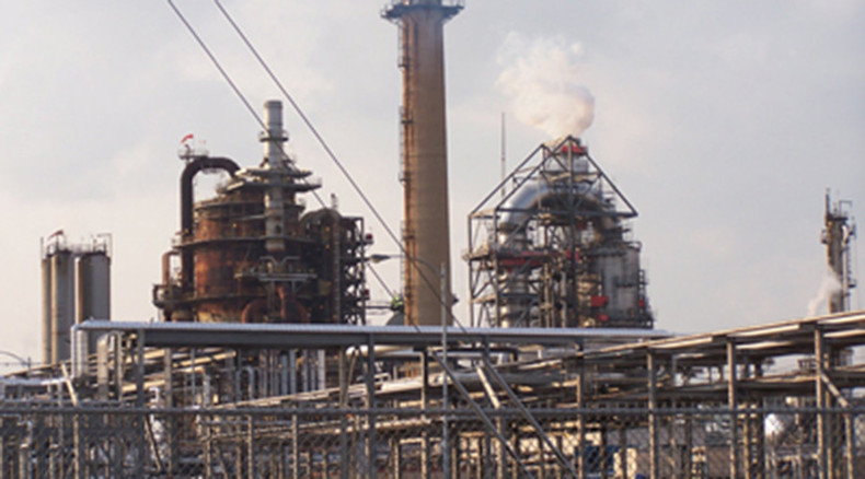 Сhemical reactor at Delaware oil refinery on fire