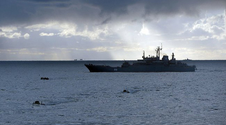 1,000 Russian troops & 2 assault landing ships hone military maneuvers in Arctic