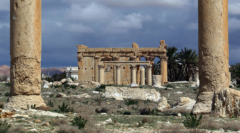 Harrowing images show ISIS 'demolishing' Syria's ancient Palmyra temple (PHOTOS)