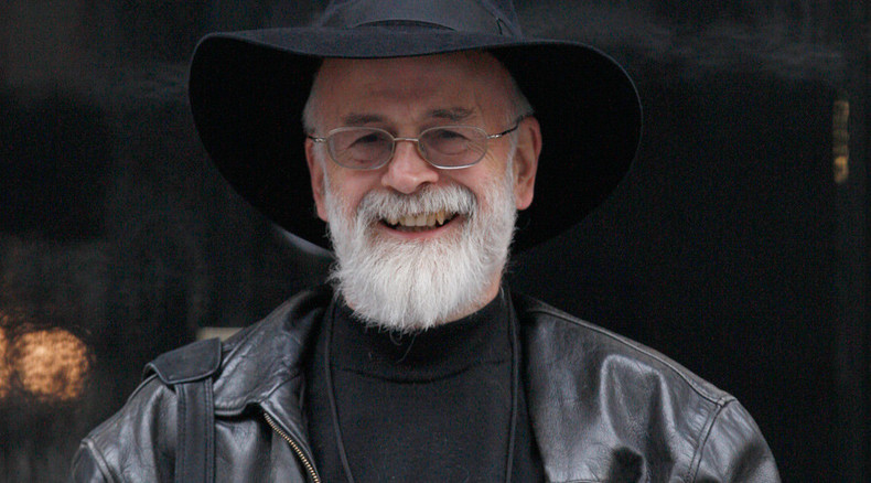 Terry Pratchett fans storm bookstores at midnight to buy final Discworld novel