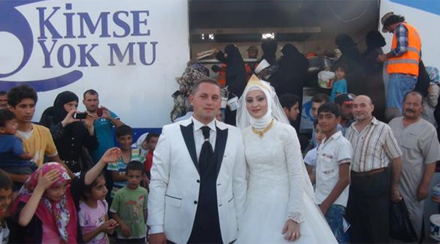 Turkish couple drops wedding banquet to feed 4,000 Syrian refugees