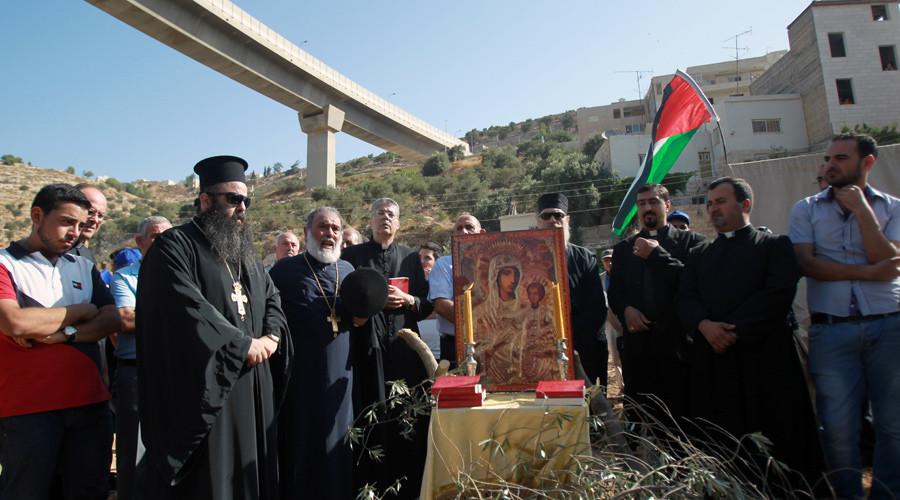 Israel restarts construction of controversial 'separation' wall near Bethlehem