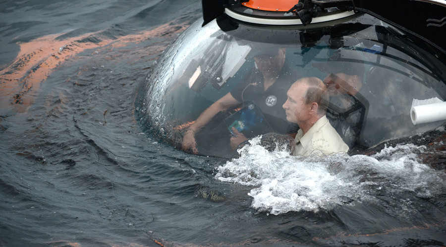 Putin rides submersible to bottom of Black Sea, finds plenty of amphorae 'scattered around' (VIDEO)