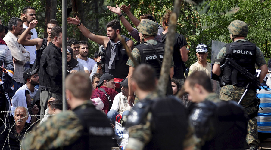 Crush as migrants push through Macedonian border from Greece