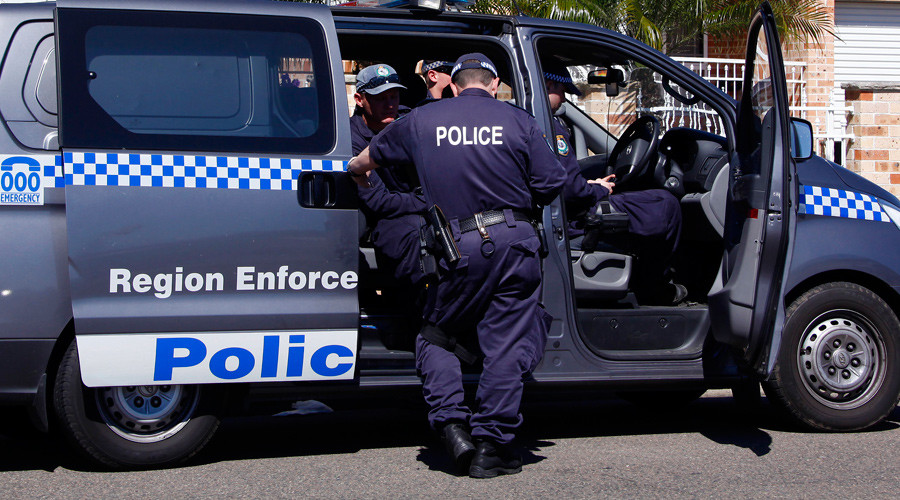 Aussie cop charged for leaking footage of fellow officers beating detainee (VIDEO)