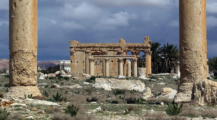 Harrowing images show ISIS 'demolishing' Syria's ancient Palmyra temple (PHOTOS)