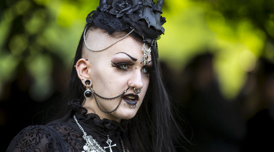 Goths 'more likely' to self-harm & suffer depression than 'chavs' – study