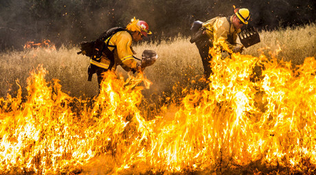 'Jaw-dropping' California wildfire fueled by drought, winds