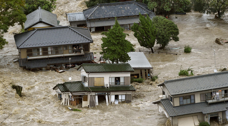 Freak Japan floods: Houses swept away, people trapped on roofs, 170k evacuated (VIDEOS)