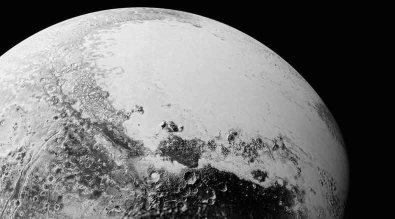 New Horizons transmits 'head-scratching' new Pluto pictures