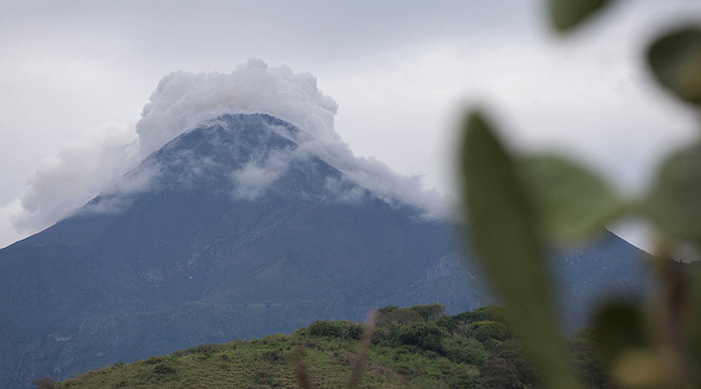 Two Mexican volcanoes erupt, shooting ash, smoke into sky (PHOTOS, VIDEOS)