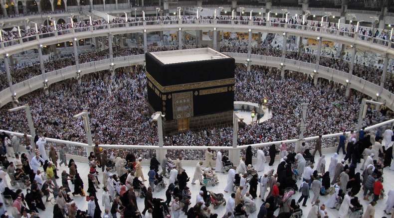 2 injured, more than 1,000 evacuated after fire in Mecca