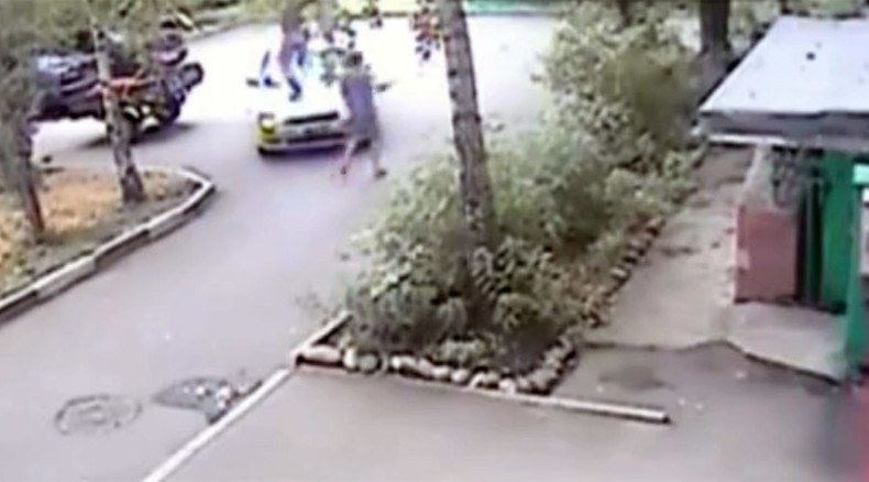 Grand Theft Potato: Siberian man smashes windshield to stop crop robbers (VIDEO)