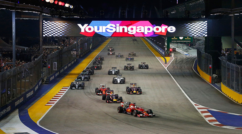 Man walks on track as F1 race in progress, halts Singapore Grand Prix (PHOTOS)