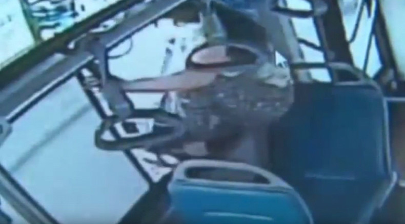 'I want to get off NOW': Chinese woman misses stop, jumps out of moving bus window  (VIDEO)