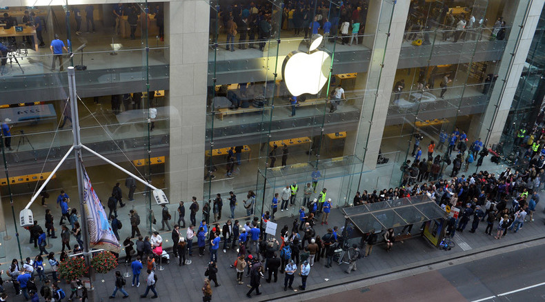 iQueue: Robot joins line for new iPhone in Australia