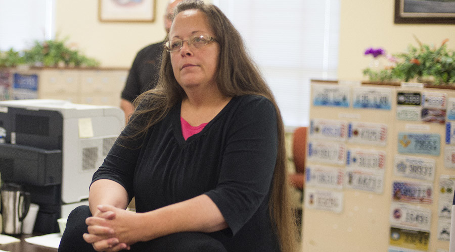 Judge orders Kim Davis to jail for holding up marriage licenses