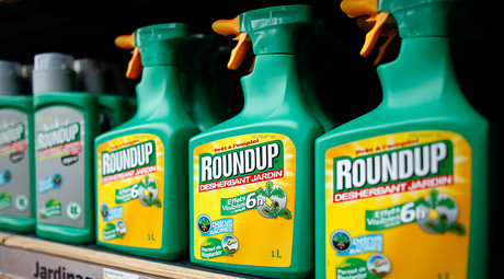 US workers sue Monsanto over 'cancer-causing' weed-killer